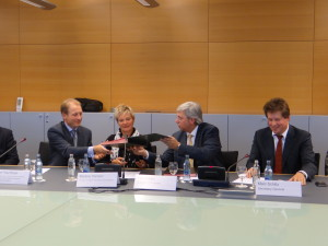 From left to right: Prof. Paul Boyle, Chief Executive of the Economic and Social Research Council (ESRC) and RCUK International Champion, Mrs Martine Hansen, Minister of Higher Education and Research, Mr Yves Elsen, Chairman of the board, FNR and Mr Marc Schiltz, Secretary General of the FNR.